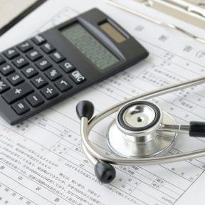 協会けんぽと健康保険組合の違い、資格取得日と保険料の関係とは?