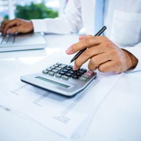経理の仕事内容とは 経理の1日の業務から最も忙しい年度末まで解説!