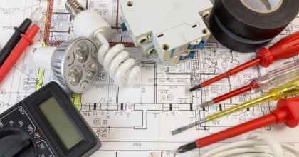 電気工事業を始めたい方に必要となる資格や申請等の手続きについて